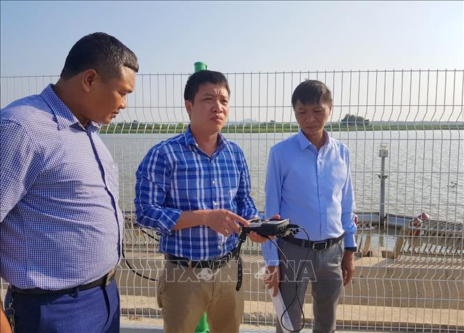 Cán bộ Công ty CP Cấp nước Hải Phòng kiểm tra chất lượng nước tại Nhà máy nước Hưng Đạo.