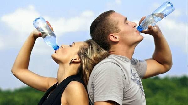 Uống nước với người tập thể dục