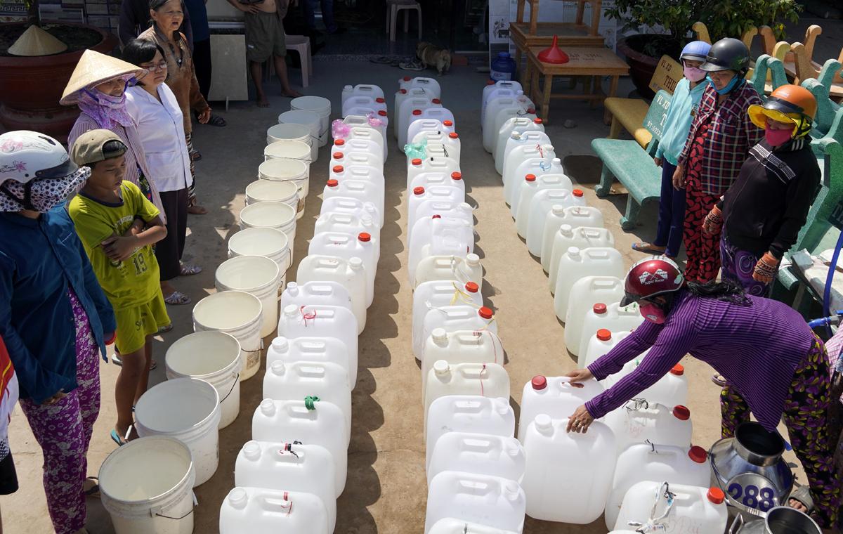 Nước nhiễm mặn gây ảnh hưởng lớn đời sống bà con tại Bến Tre