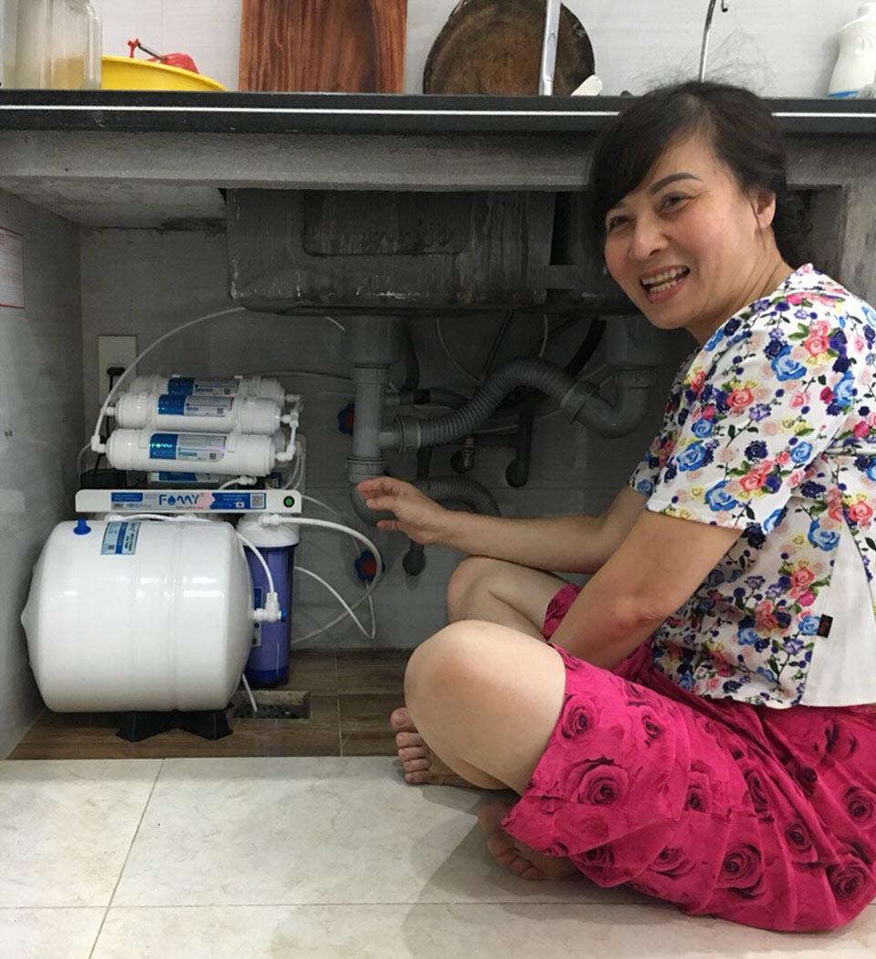 Máy lọc nước lắp trong tủ bếp
