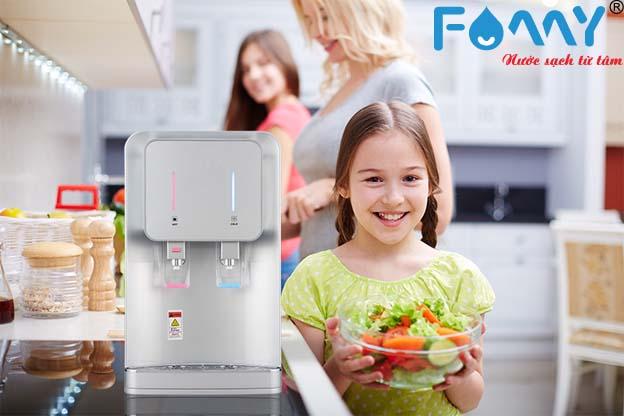 Máy lọc nước nóng lạnh đem lại nguồn nước sạch an toàn với sức khỏe