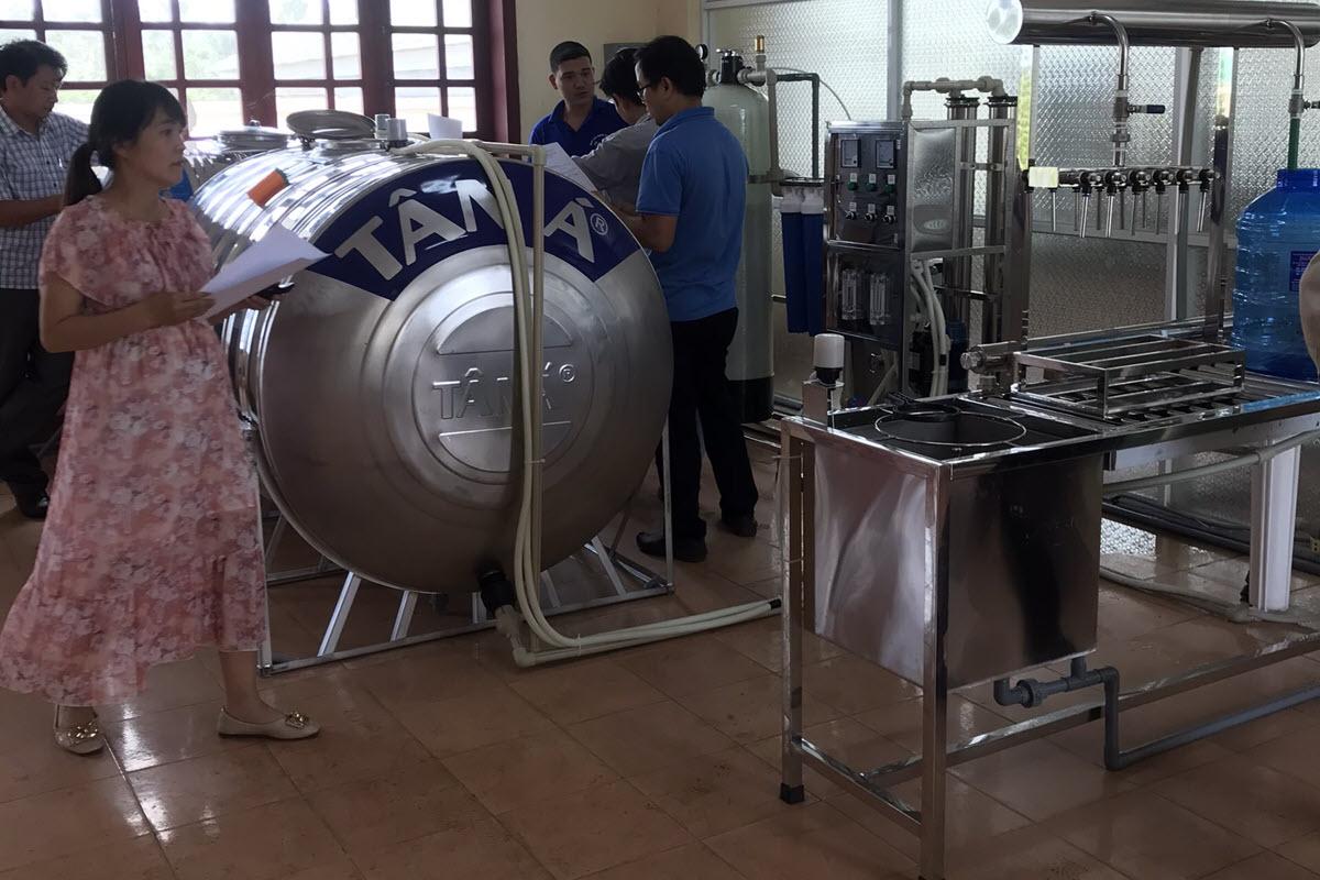 Hệ thống lọc RO công nghiệp kết hợp bàn chiết rót nước đóng chai