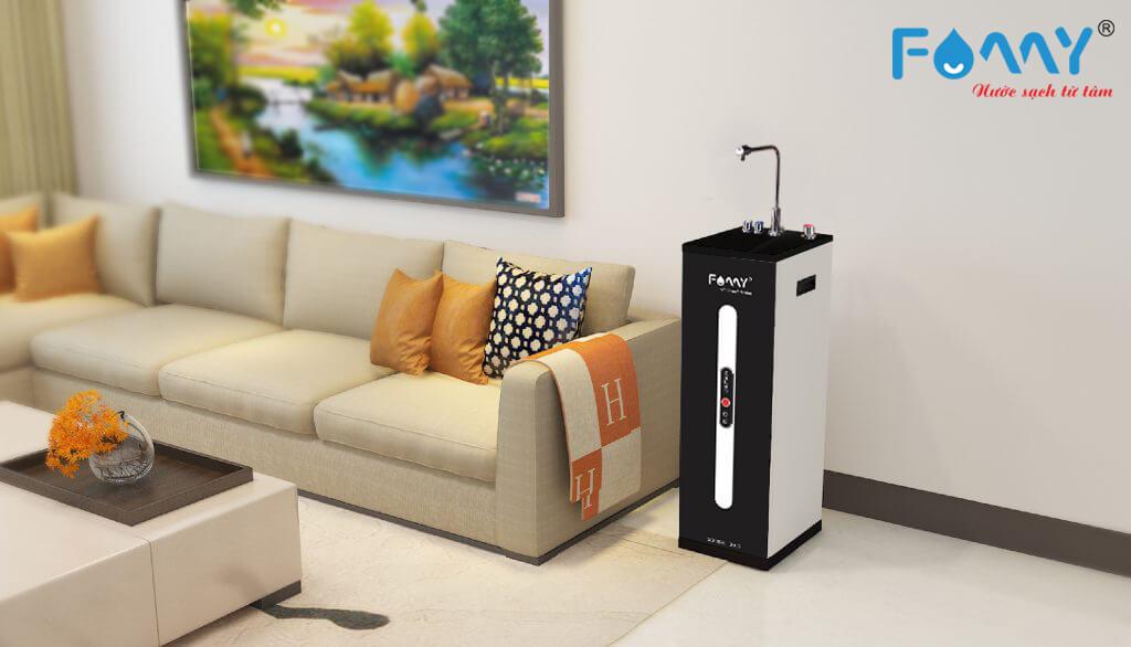 Máy lọc nước gia đình trong không gian phòng khách