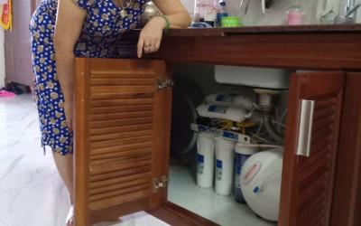 5 bước lắp máy lọc nước trong tủ bếp đơn giản, ai cũng có thể thực hiện được