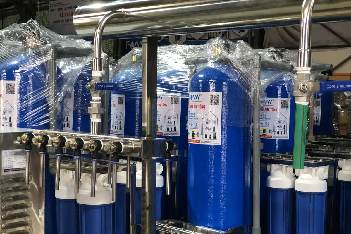 Hệ thống bàn chiết rót nước cho dây chuyền sản xuất nước đóng chai